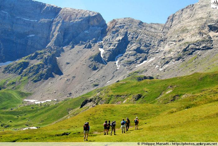 Cirque de Troumouse - Nuit à Gavarnie (trekking Les Pyrénées : Cirques et Canyons du Mont Perdu). France, Midi-Pyrénées, Hautes-Pyrénées