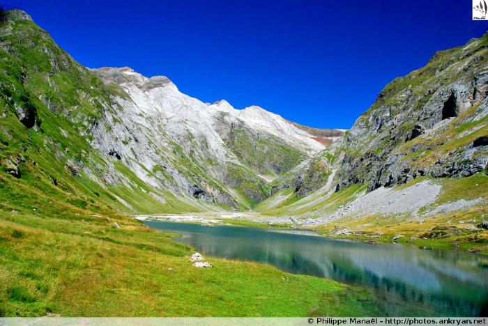 Lac d'Ossoue (Grand Vignemale, Pyrénées, France)