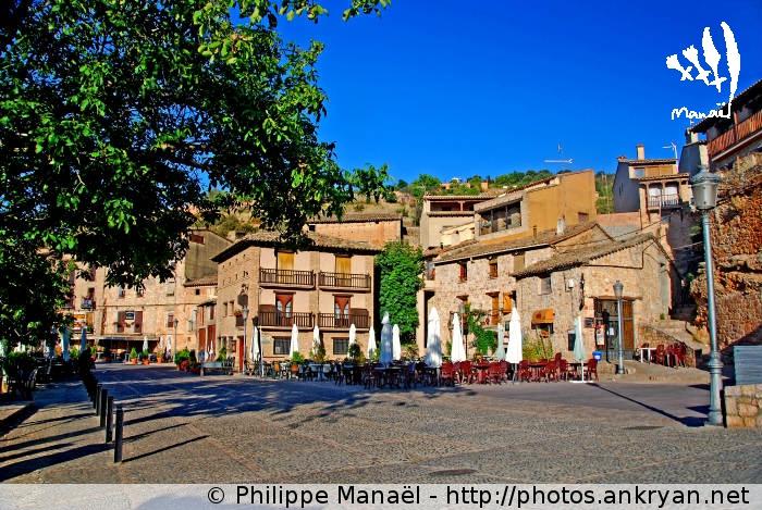 Place principale d'Alquézar (Sierra de Guara, Espagne)