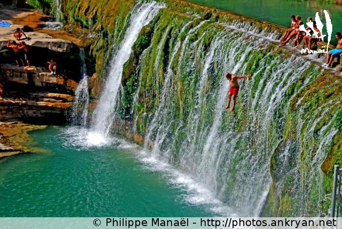 Saut depuis le barrage de Bierge, Canyon de la Peonera (Sierra de Guara, Espagne)