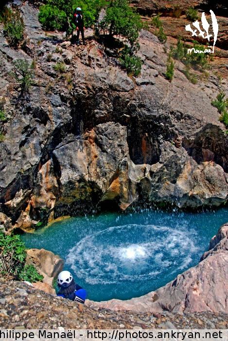Saut depuis Puntillo, Canyon de la Peonera (Sierra de Guara, Espagne)