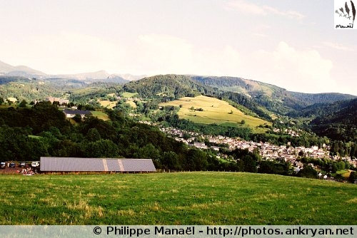 Panorama sur La Bourboule depuis Murat-le-Quaire (Auvergne, France)