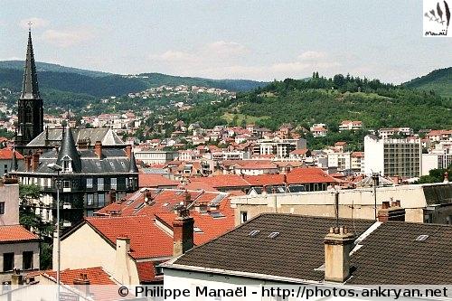 Laqueuille-Gare - Clermont-Ferrand (trekking Auvergne, au pays des volcans). France, Auvergne, Puy-de-Dôme