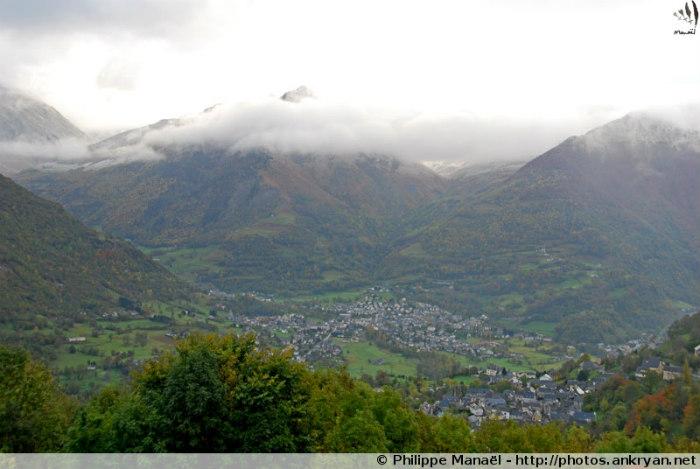 Panorama sur Luz-Saint-Sauveur (Hautes-Pyrénées, France)