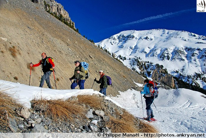 Piste du Pra Premier, chalets du Clapeyto (massif du Queyras, Hautes-Alpes, France)