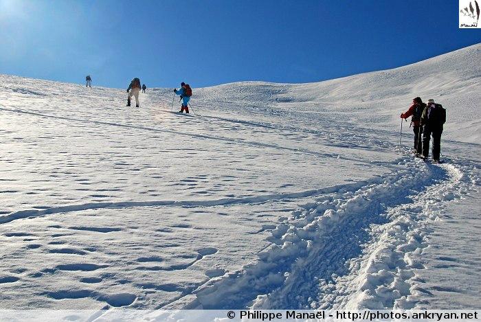 Montée vers le col de Neal, chalets de Clapeyto (massif du Queyras, Hautes-Alpes, France)