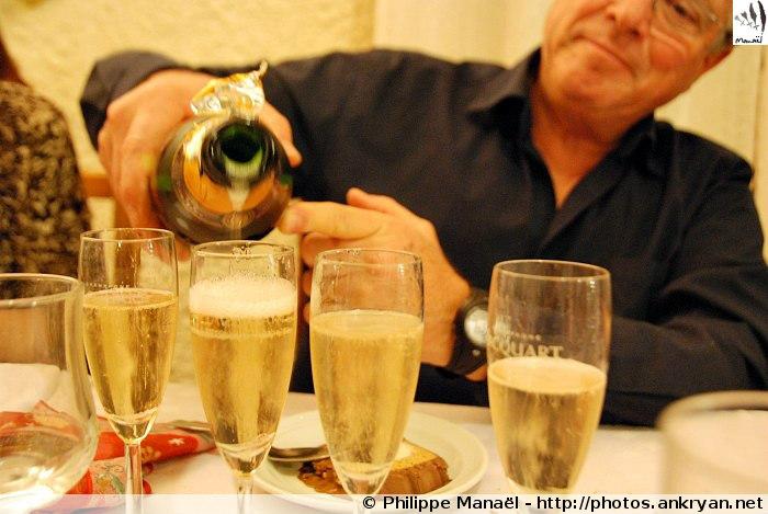 Soirée du nouvel an, champagne (Molines-en-Queyras, Hautes-Alpes, France)