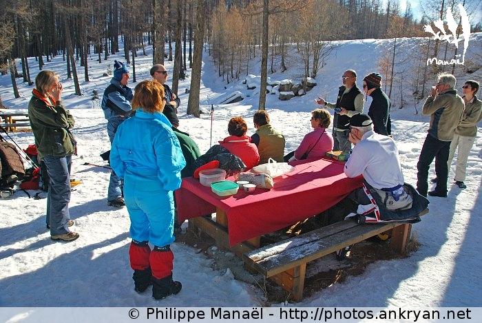 Déjeuner au lac de Roue (massif du Queyras, Hautes-Alpes, France)