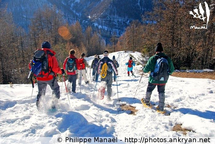Descente en raquettes de neige (massif du Queyras, Hautes-Alpes, France)