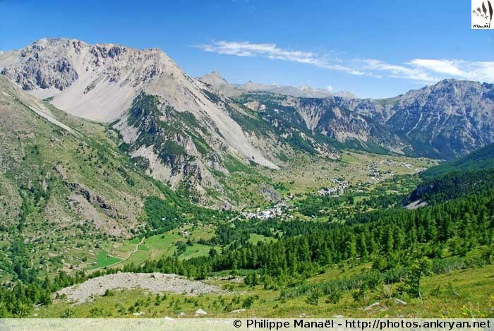 Névache depuis la Côte Rouge (Hautes-Alpes, France)