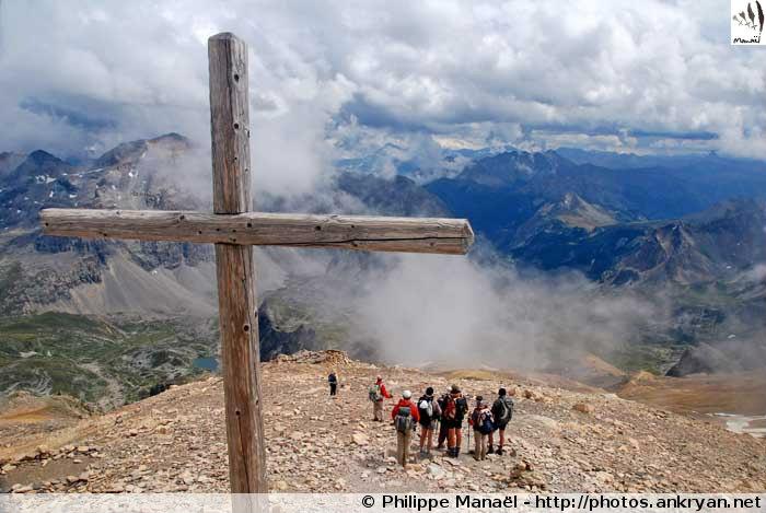Croix de la chapelle du Mont-Thabor, vallée de la Clarée (Hautes-Alpes, France)