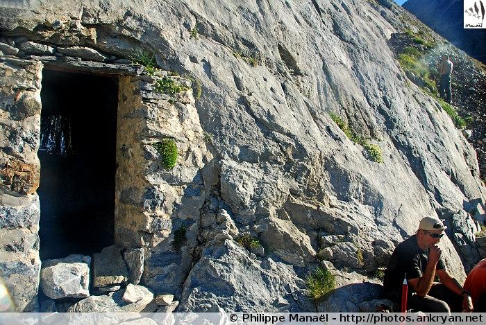 Grotte Bellevue de Russell (Massif du Vignemale, Pyrénées, France)