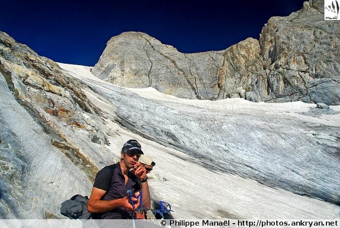 Explications crampons, glacier d'Ossoue (Massif du Vignemale, Pyrénées, France)