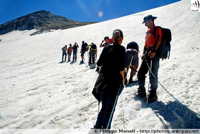 Cordée de descente, glacier d'Ossoue (Massif du Vignemale, Pyrénées, France)