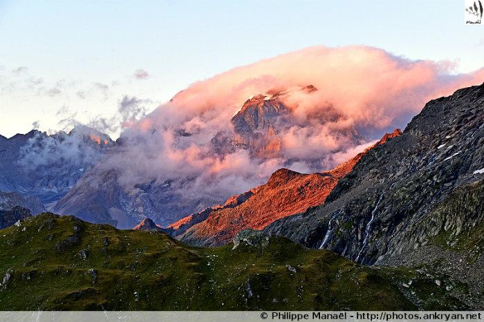 Soleil couchant sur la Grande Casse, col de la Valette (Savoie, France)