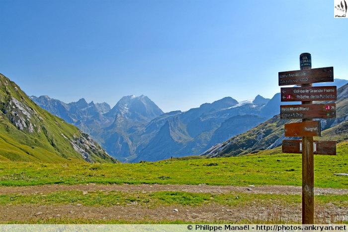 Refuge des Lacs Merlet - Col des Saulces - Crête du Mont Charvet - Pralognan-la-Vanoise (trekking Les Balcons de la Vanoise). France, Rhône-Alpes, Savoie