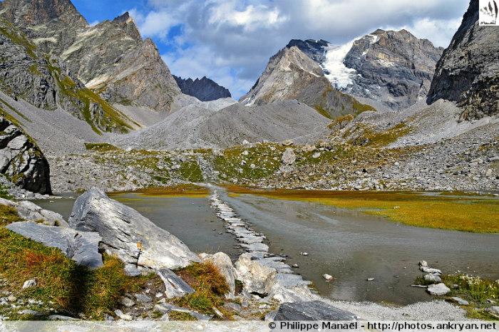 Refuge Les Barmettes - Cirque de l'Arcelin - Col de la Vanoise (2518 m, en boucle) (trekking Les Balcons de la Vanoise). France, Rhône-Alpes, Savoie