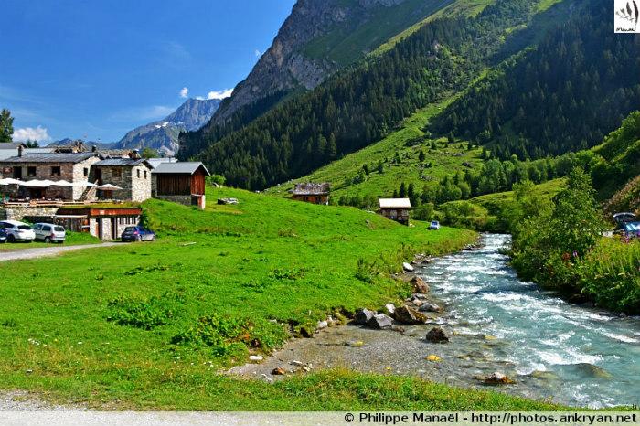 Doron de Chavière, hameau des Prioux, Pralognan-la-Vanoise (Savoie, France)