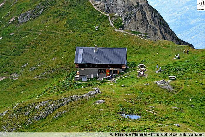 Refuge du Grand Bec et le col de la Vuzelle, Le Planay (Vanoise, Savoie, France)