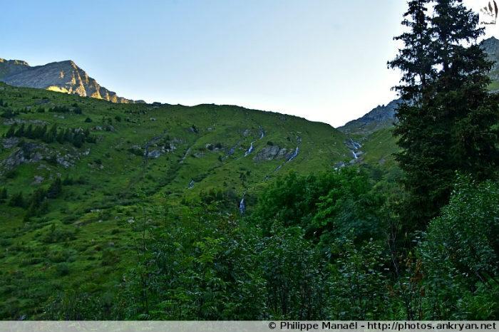 Combe sous la Vuzelle menant au refuge du Grand Bec, Le Planay (Savoie, France)