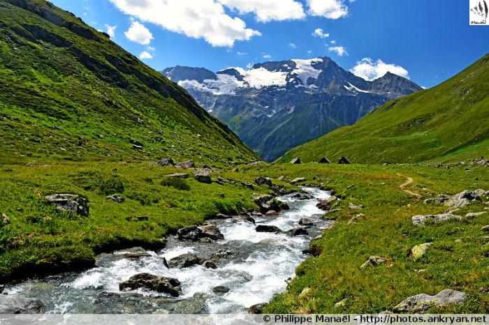 Refuge du Bois - Vallon de Plaisance - Refuge d'Entre le Lac (2145 m) (trekking Les Hauts de la Vanoise). France, Rhône-Alpes, Savoie