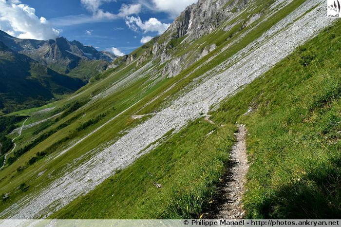 Sur le sentier Les Quarelles, vallée de Chavière (Savoie, France)