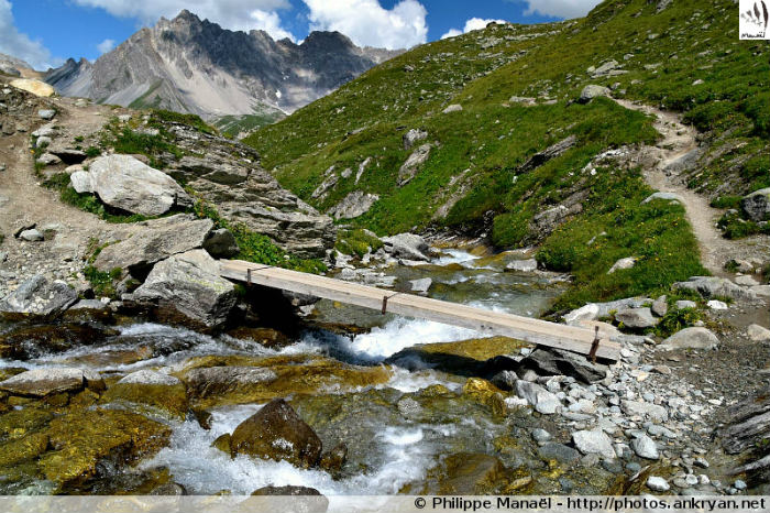 Passerelle Torrent de Rosoire, massif de la Vanoise (Savoie, France)