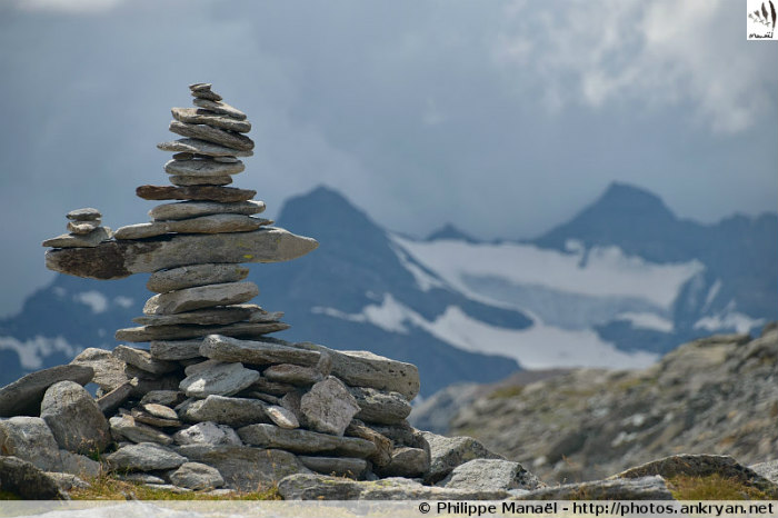 Cairn et glacier de la Masse, col d'Aussois, massif de la Vanoise (Savoie, France)