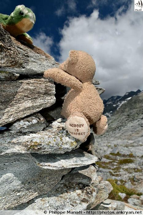 Duo solidaire et l'ascension d'un cairn, col d'Aussois (Savoie, France)