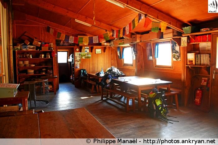 Refuge du Mont Pourri, salle de restauration / Peisey-Nancroix (Vanoise, Savoie, France)