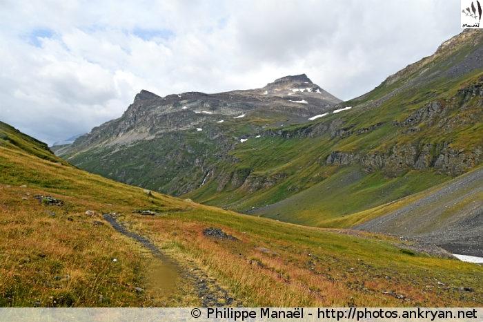Sentier GR55 traversant le vallon de la Leisse (Vanoise, Savoie, France)