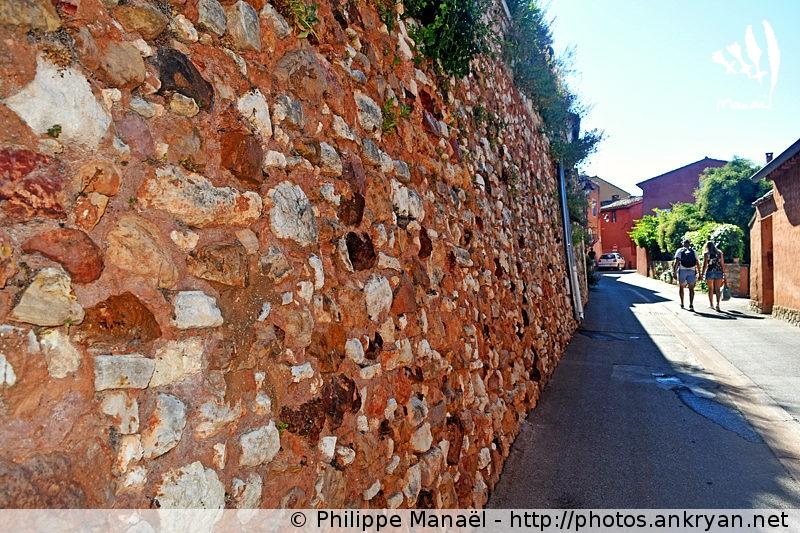 Mur d'ocre de Roussillon-en-Luberon (Provence, Vaucluse, France)