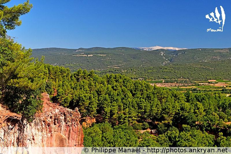 Le Mont Ventoux depuis Roussillon-en-Luberon (Provence, Vaucluse, France)