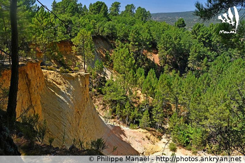 Falaises de la colline des Ocres de la Bruyère à Villars, Luberon (Provence, Vaucluse, France)