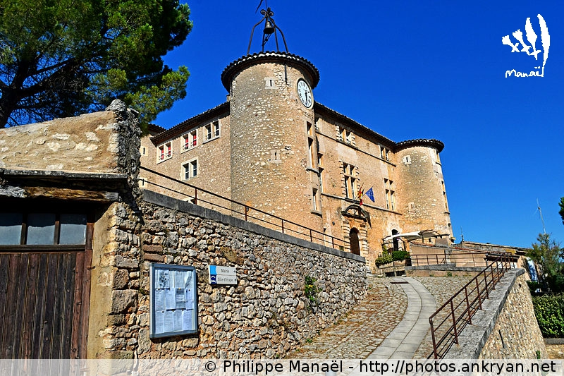 Gîte Le Château de Rustrel, Luberon (Provence, Vaucluse, France)