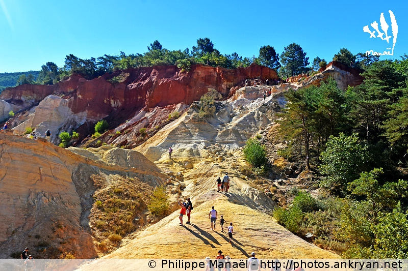 Colorado provençal de Rustrel : falaises sang et or, Luberon (Provence, Vaucluse, France)