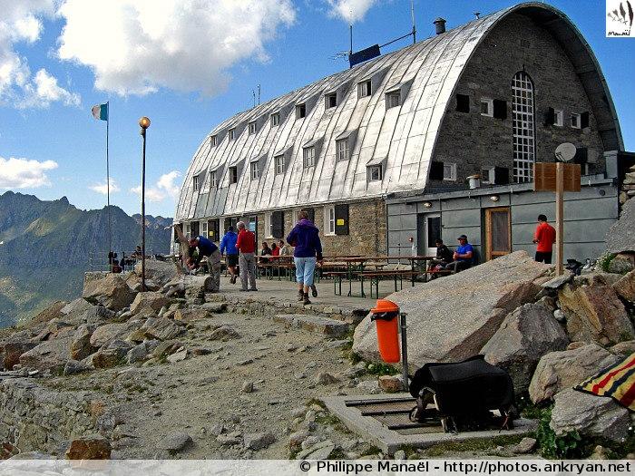 Refuge Victor-Emmanuel II, massif du Grand Paradis (Vallée d'Aoste, Italie)